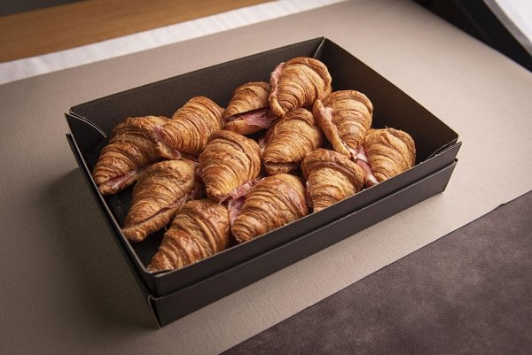 Catering antipasto mini croissant crudo 11