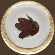 Guancia di manzo cotto in bassa temperatura al cacao e rosmarino